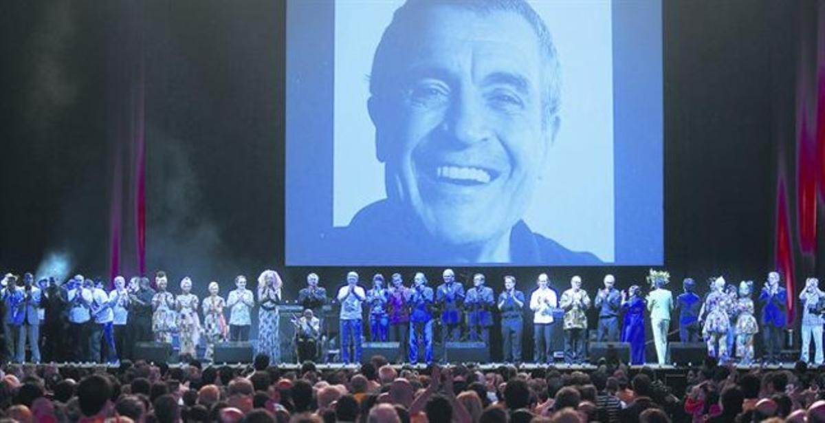 Homenaje a Rubianes en el Sant Jordi, en junio del 2009, con todos sus amigos en el escenario.
