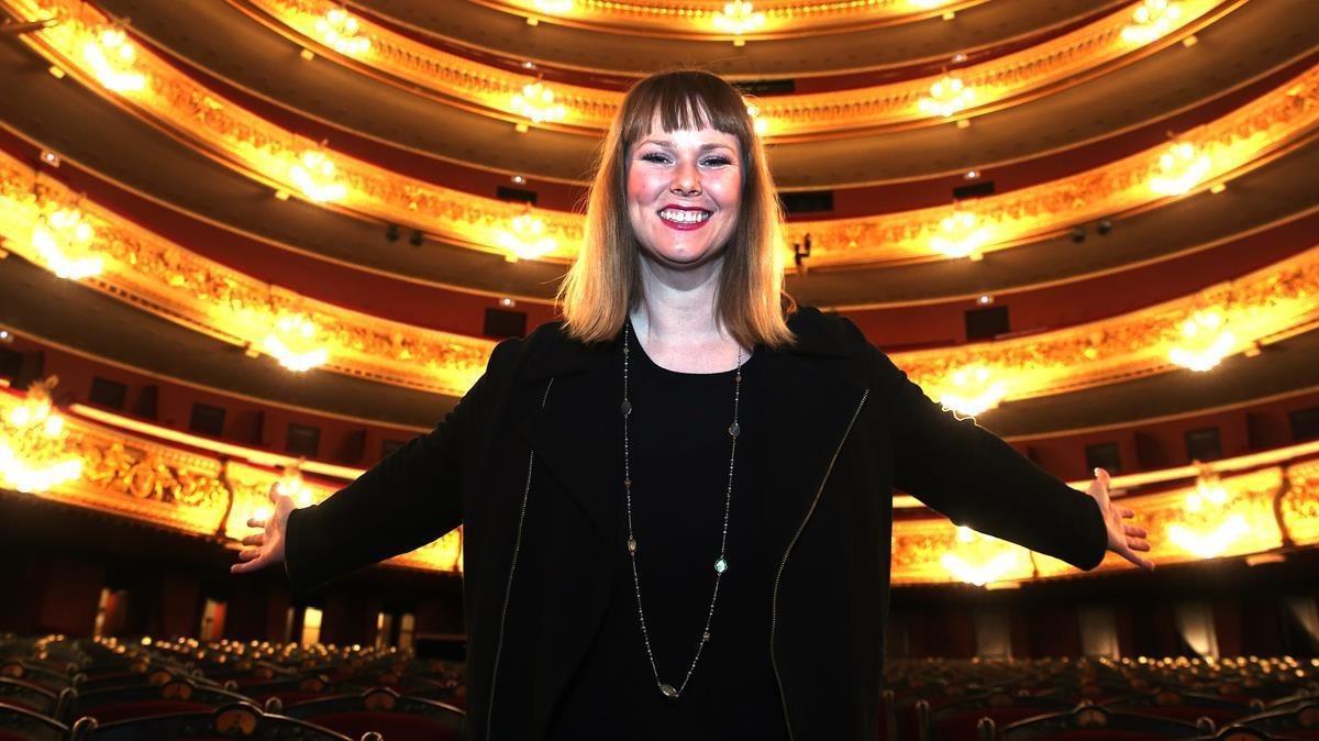 Jessica Pratt, encantada enla platea del Gran Teatre del Liceu donde el público la verá debutar en'L'elisir d'amore', de Donizetti.