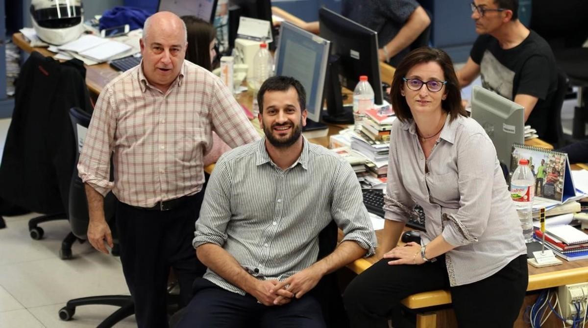 Jesús G. Albalat, Guillem Sánchez y María Jesús Ibáñez, en lar edacción de EL PERIÓDICO DE CATALUNYA.