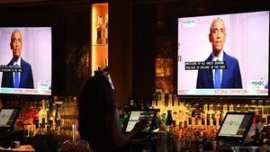 Obama, visto a través de unos televisores mientras participa en la tercera Convención Demócrata Nacional, este miércoles.