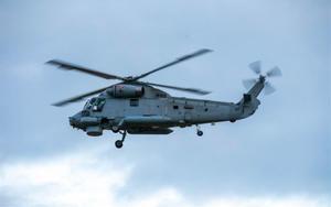 Un helicóptero militar realiza labores de rescate tras la erupción del volcánWhakaari, en una imagen de archivo.