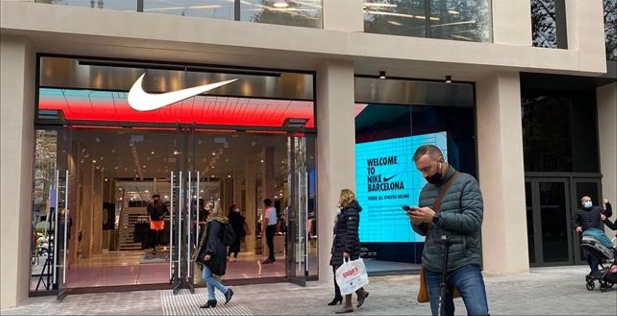 La puerta de entrada a la nueva tienda de Nike en el paseo de Gràcia.