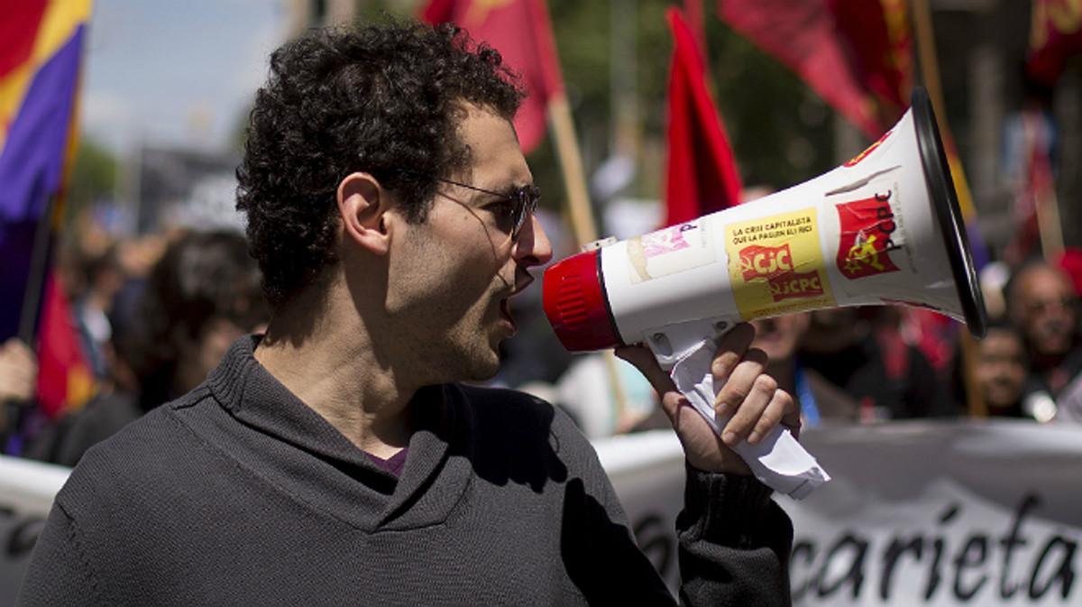 Un manifestante durante el Primero de Mayo del 2016 en Barcelona.