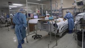 Un enfermo de covid-19 en un hospital de México.