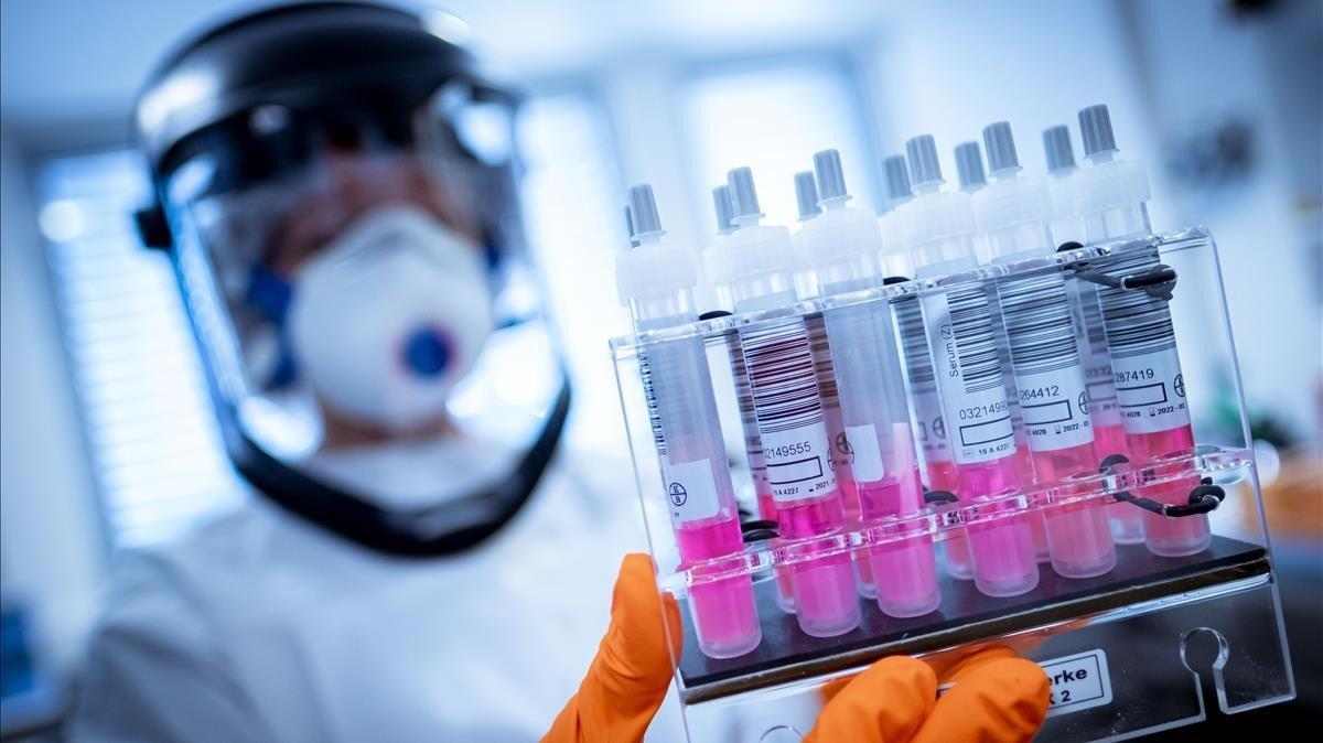 Europa anuncia la compra de 400 millones de dosis de una vacuna para el covid-19 en pruebas