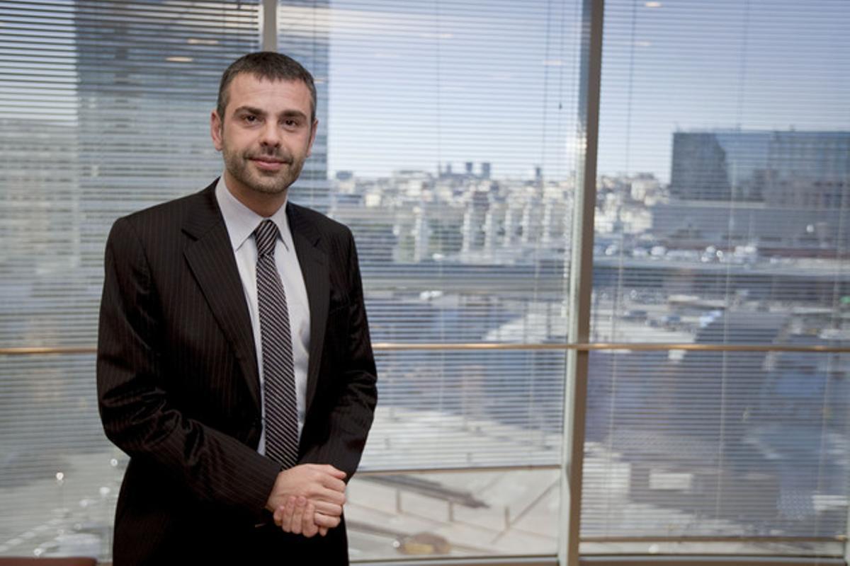 El 'conseller' Santi Vila, en su despacho.