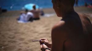 Primer día de playas sin humo en Barcelona.