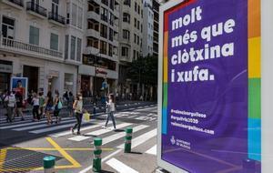 Un cartel de la campaña de València por el día del Orgullo LGTBI+ en el centro de la ciudad