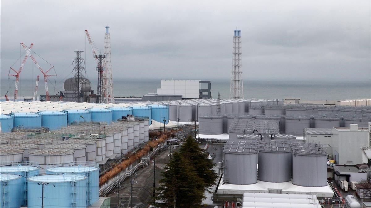 Almacenamiento de agua contaminada en Fukushima en Enero del 2020