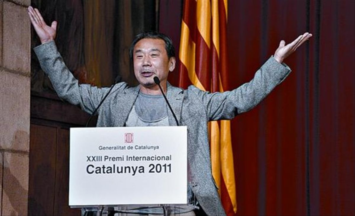 '¡BONA NIT, BARCELONA!' 3 Haruki Murakami, en el momento de saludar «como Lady Gaga».