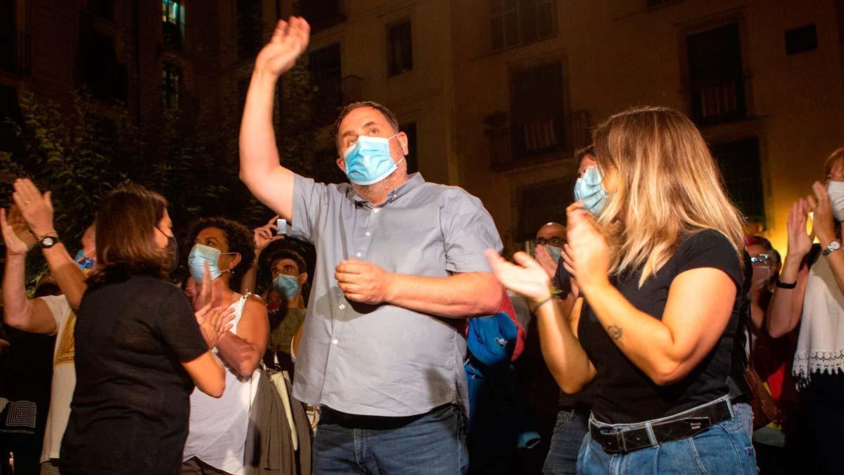 Abucheos de independentistas a Junqueras en la ofrenda en el Fossar de les Moreres de Barcelona.