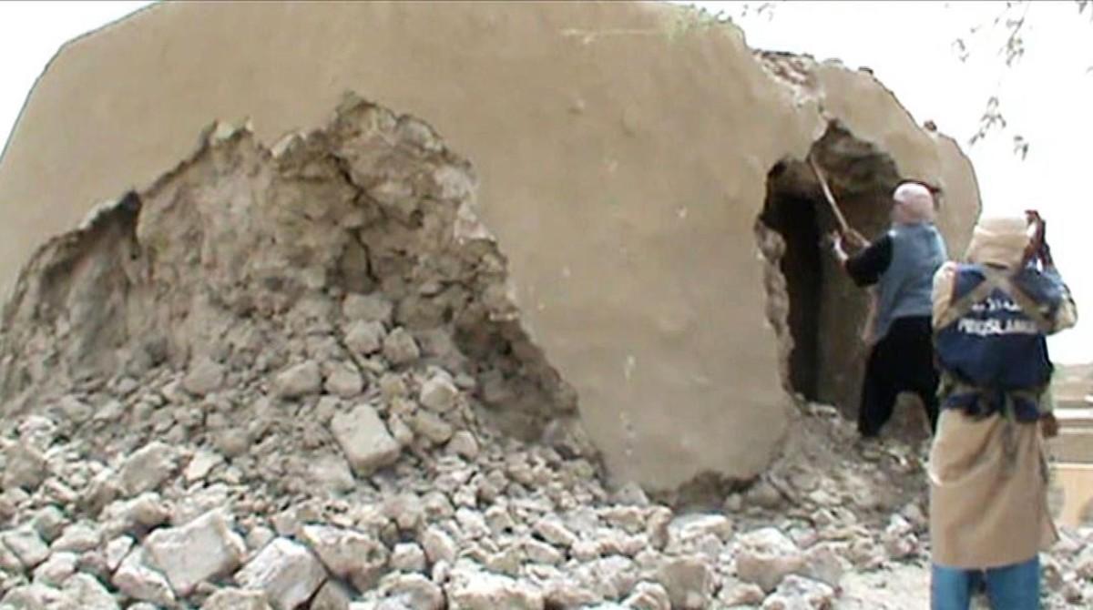 Militantes islamistas destruyen un antiguo santuario en Tombuctú el 1 de julio del 2012.