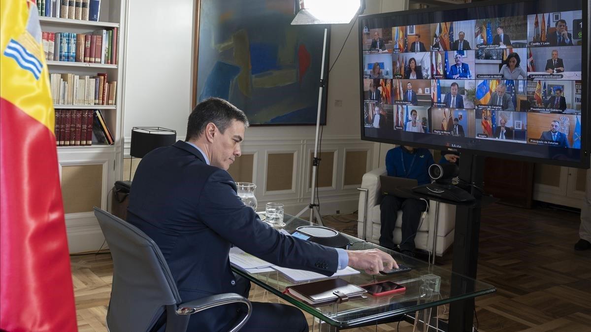 Pedro Sánchez, durante la videoconferencia con los presidentes autonómicos celebrada enmarzo.