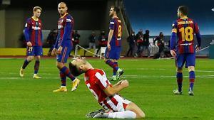 Braithwaite observa el éxtasis de Yeray con el triunfo del Athletic en la Supercopa.