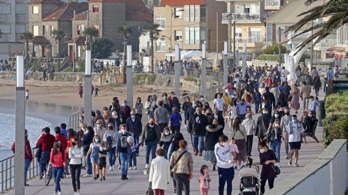 """Gobierno y autonomías analizan hoy medidas """"compartidas"""" para Semana Santa"""