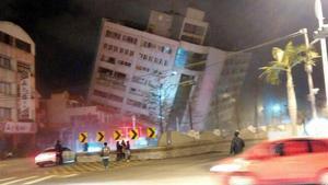 Almenys dos morts i més de 200 ferits per un terratrèmol a Taiwan