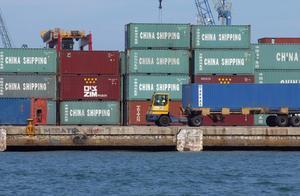 Contenedores con productos de China en el muelle de Levante del Puerto de Valencia.