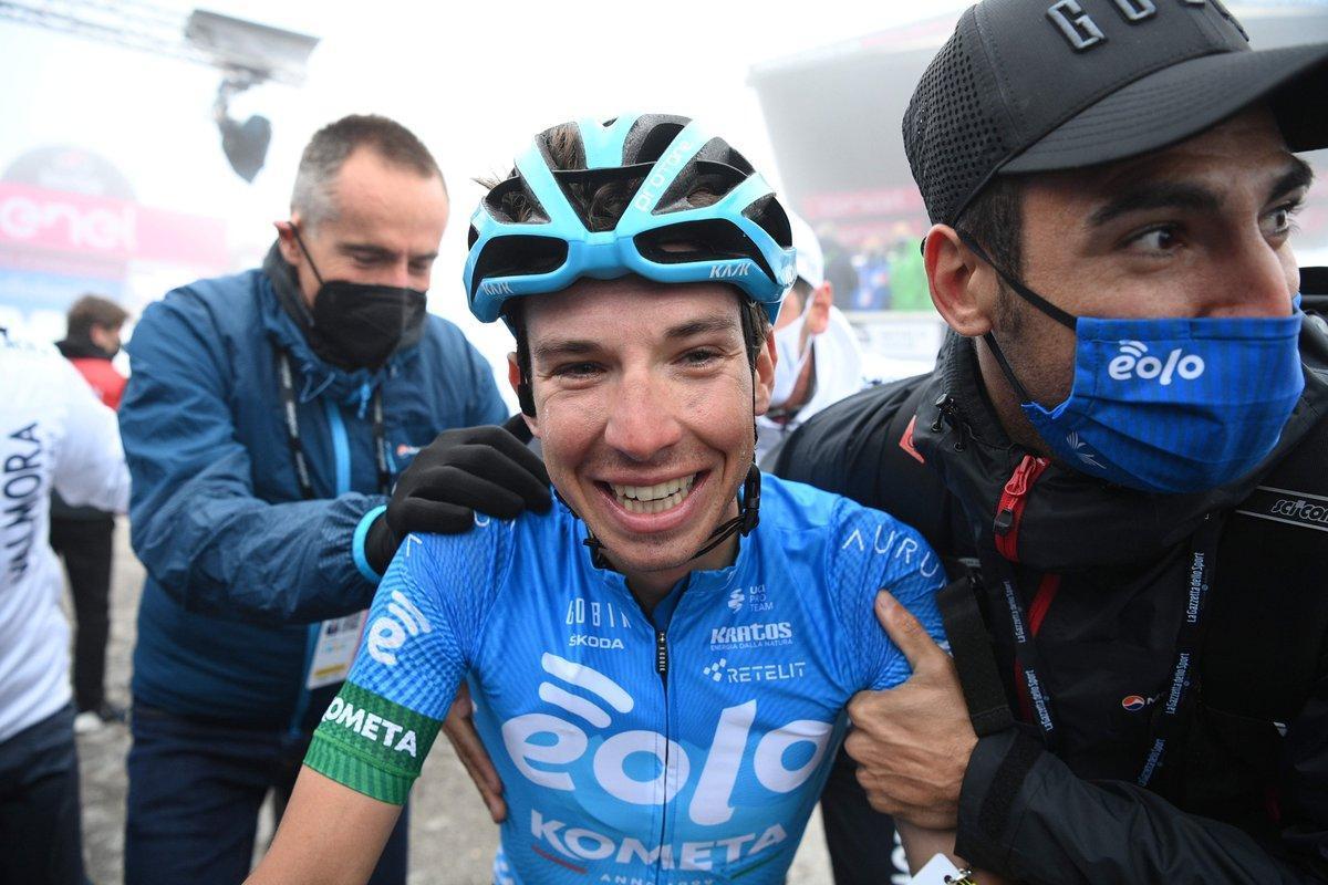 Lorenzo Fortunato, feliz, tras su victoria en la cumbre del Zoncolan.