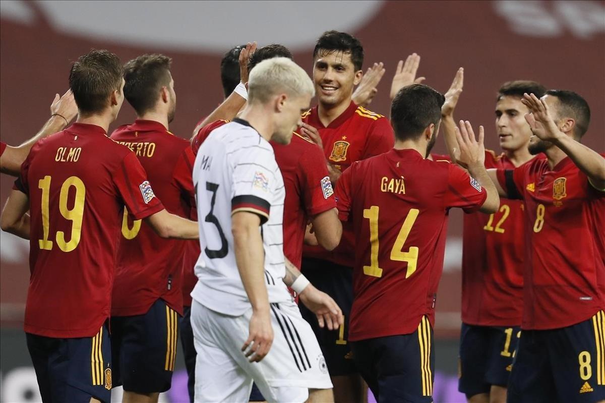 Los jugadores de España, en plena fiesta goleadora