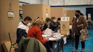 Argentinos acuden a las urnas para las elecciones primarias legislativas