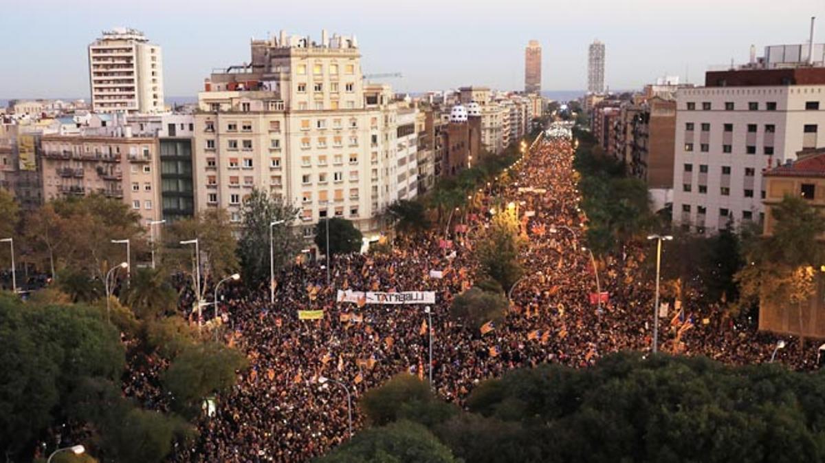 La manifestación independentista se ha tomado la calle Marina con más de 750 mil asistentes, que pidieron la libertad de sus presos.