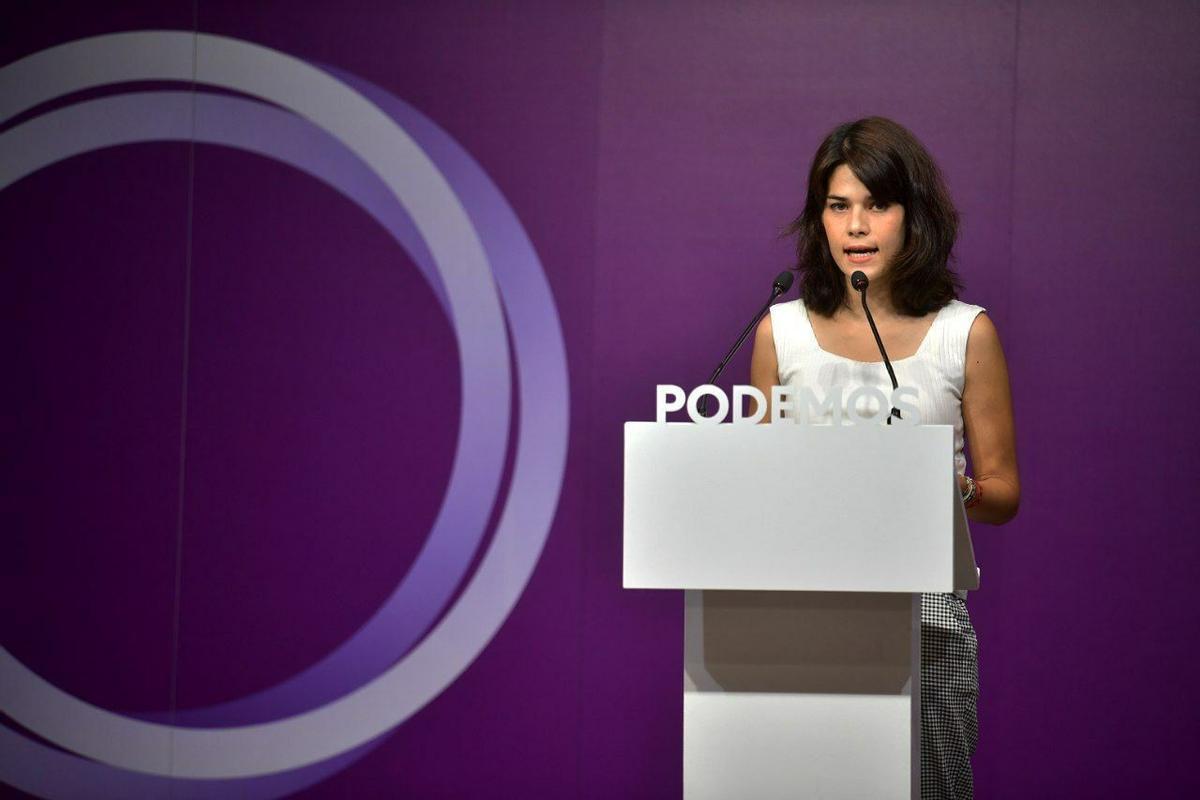 La portavoz de Podemos, Isa Serra, durante una rueda de prensa este lunes