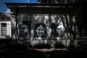 Mosaico con caras de personas en el antiguo centro de detención clandestina de la ESMA, en Buenos Aires.