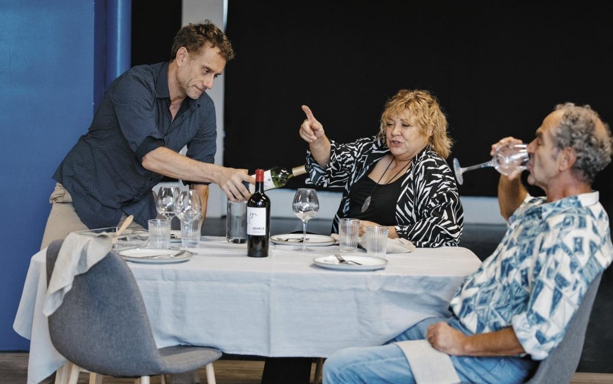 El Teatre Can Rajoler de Parets recibirá la comedia 'Els gossos'.