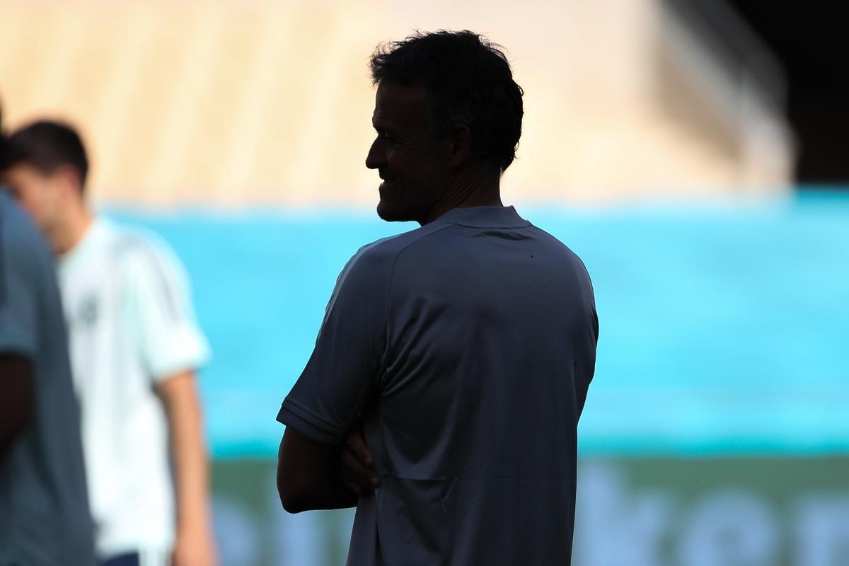 Luis Enrique, en el entrenamiento previo al debut en la Eurocopa realizado en el estadio de La Cartuja de Sevilla.