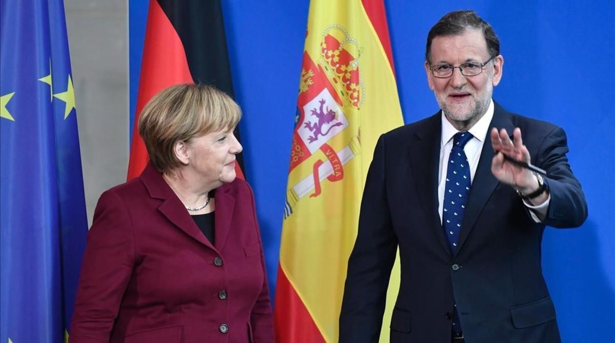 Angela Merkel y Mariano Rajoy, este viernes en la rueda de prensa que han ofrecido en Berlín.