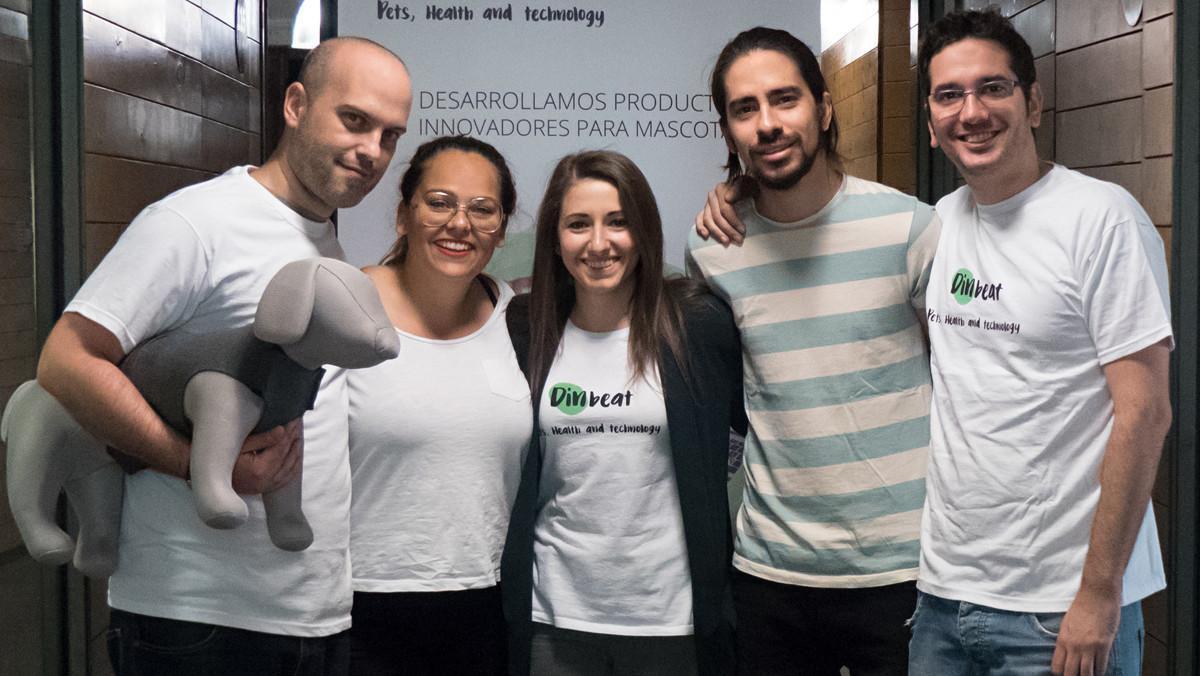 Talia Bonmatí, en el centro, junto a parte del equipo de Dinbeat.