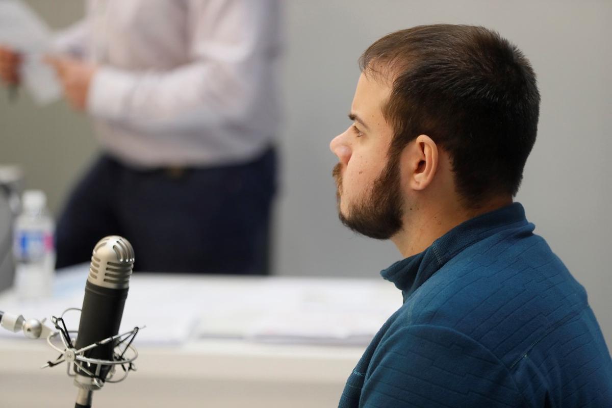 Pablo Hásel pide su absolución y denuncia vínculos del tribunal con la Guardia Civil y la Falange