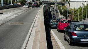 Corte en la Ronda de Dalt por unos trabajos de asfaltado.