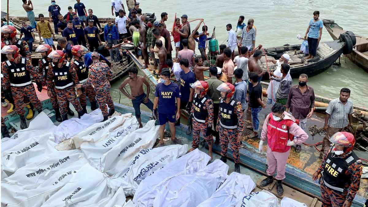 Al menos 27 muertos en el naufragio de un barco en Bangladesh.
