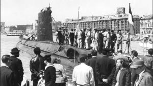 Una fotografía tomada en la segunda mitad de los años 60 muestra el submarino'Minerve' atracado en el antiguo puerto de Marsella.