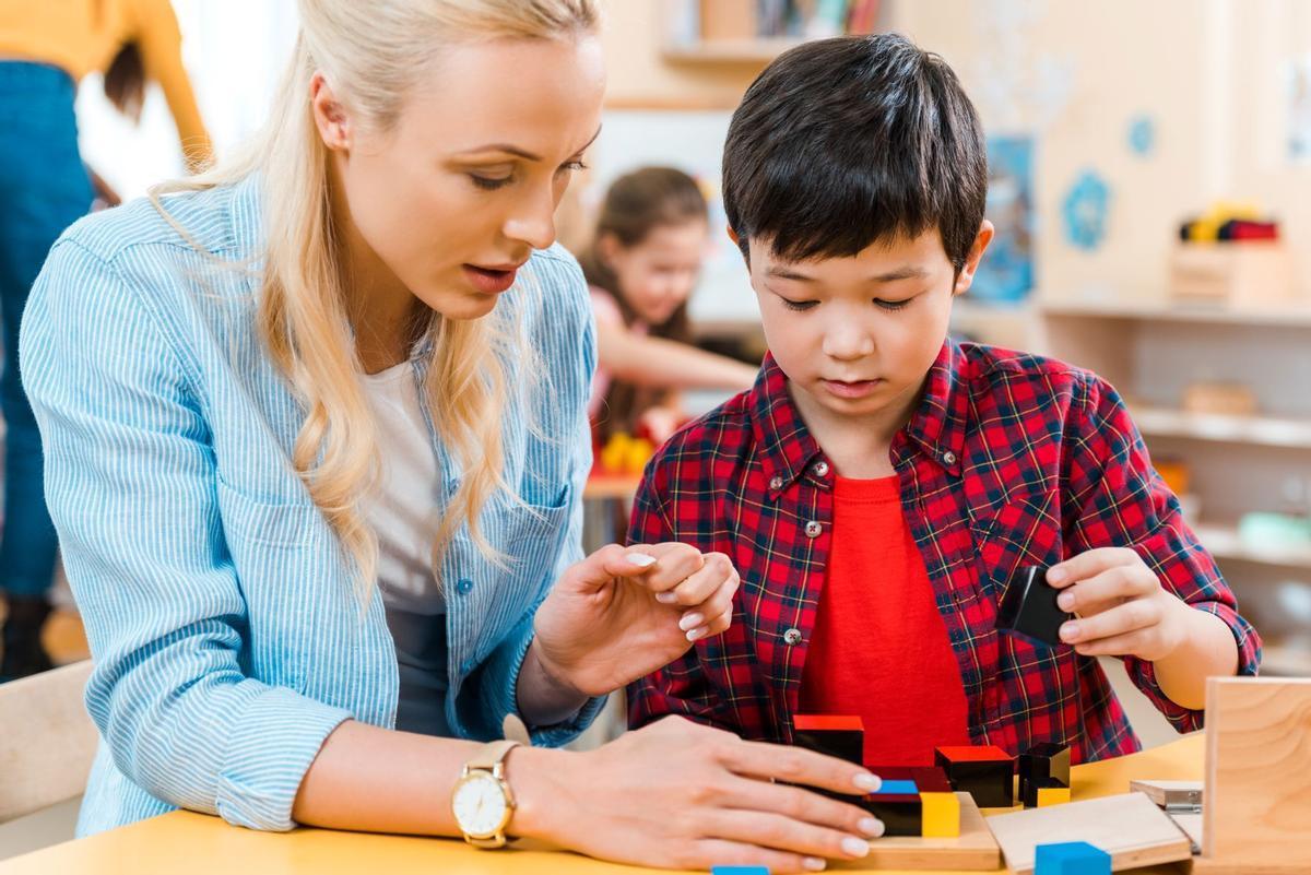 En el Método Montessori el alumno marca el ritmo y el adulto guía respetando su autonomía