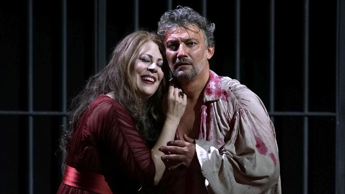 fotos de Sonda Radvanovsky i Jonas Kaufmann en el muntatge de 'Tosca' que es va fer al Teatre Real de Madrid i demà arriba a Peralada