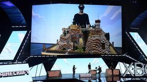 Presentación del nuevo casco de realidad virtual HoloLens, de Microsoft, en la feria E3 de Los Ángeles.