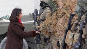 El Gobierno sube el sueldo a los militares casi 100 euros al mes