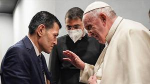 El Papa se reúne con Abdullah Kurdi, padre de Aylan Kurdi, el niño de tres años ahogado en la costa turca y símbolo del drama de los refugiados.