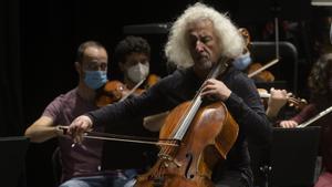Mischa Maisky durante un ensayo con la Orquesta Camera Musicae este viernes en Tarragona.