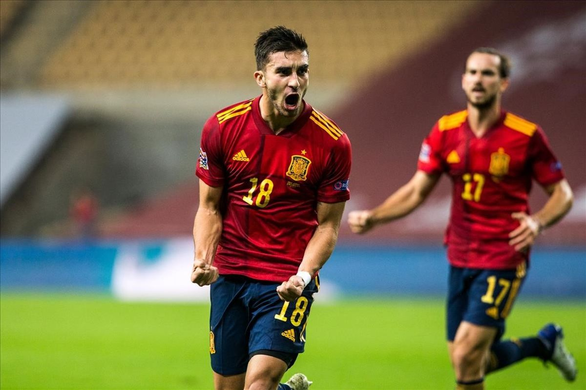 Ferran Torres celebra uno de sus tres goles en el partido frente a Alemania