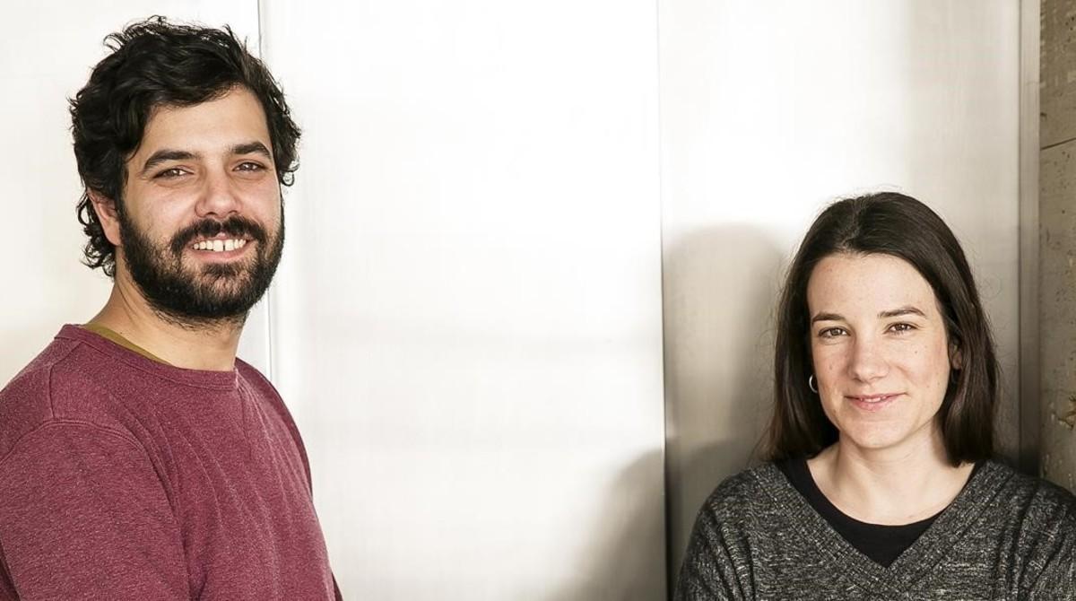 Ruben Wagensberg y Lara Costafreda, los dos voluntarios al frente de la campaña 'Casa nostra, casa vostra'.