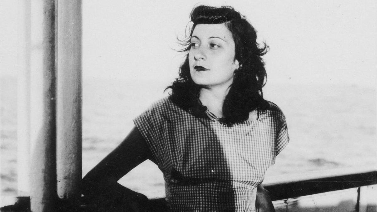 Lina Bo Bardi, en el barco que la llevó a Brasil, en 1948.