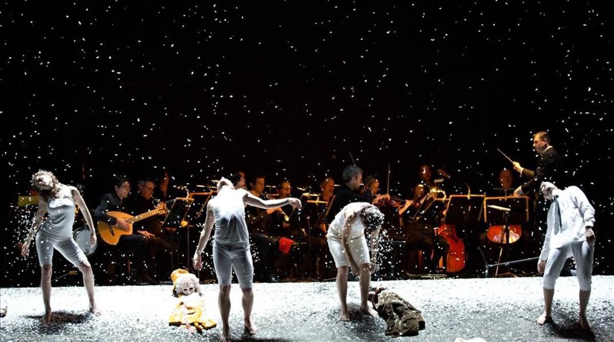 Escena final de 'El emperador de la Atlántida', de Viktor Ullmann,en la Ópera de Lyon.