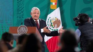 Andrés Manuel López Obrador, señaló este lunes que no se vacunará contra la covid-19 debido a que sus médicos le aseguraron que tiene suficientes anticuerpos.