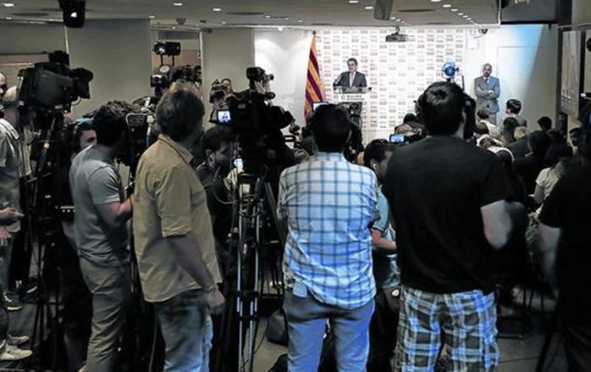 Mas, ante los medios de comunicación, ayer en la sedede Blanquerna.