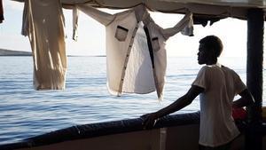 Uno de los migrantes a bordo del 'Open Arms'.