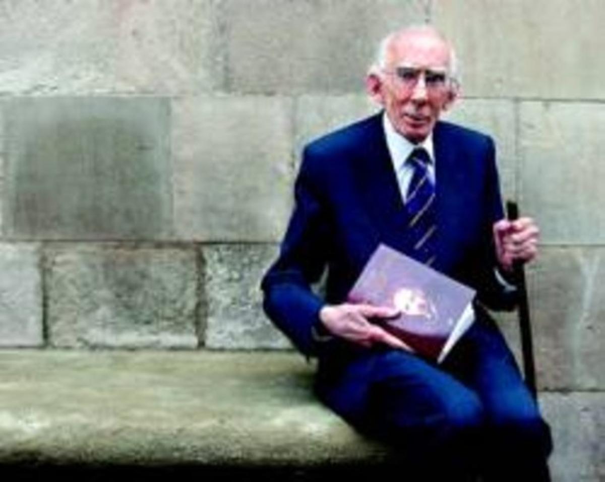 Josep Benet, tras la presentación de un libro sobre Lluís Companys, el 14 de octubre del 2005 en Barcelona.