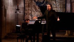 El tenor David Alegret, durante el recital en homanaje a Josep Carner, en Peralada.